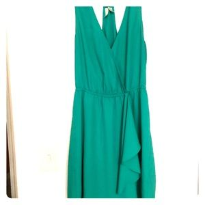 Dresses & Skirts - Green dress with wrap front